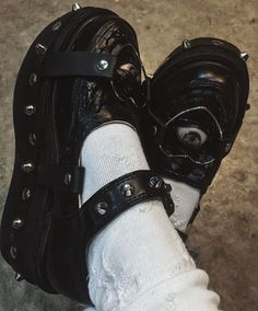 Jus love my cute platform shoes. Aesthetic Shoes, Goth Aesthetic, Aesthetic Clothes, Looks Style, Looks Cool, My Style, Alternative Outfits, Alternative Fashion, Edgy Outfits