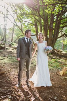 Pronovias Lace For A Relaxed, Vintage and Retro Inspired Wedding On A Boat