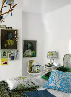 I can't believe she has these two pieces of artwork up -- they're my favorites! And of course love the gray and turquoise pillow. Apartment of Liza Giles.