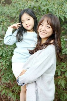 Sejeong with a kid is so charming