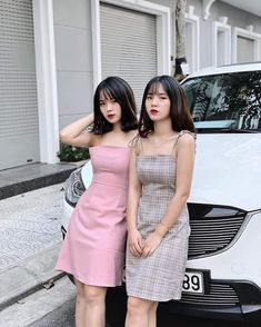 Twin Models, Jimin Selca, Chinese Model, Bridesmaid Dresses, Wedding Dresses, Matching Outfits, Bffs, Strapless Dress, Poses