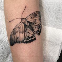 Mini Tattoos, Arm Tattoos, Body Art Tattoos, Small Tattoos, Tattos, Moth Tattoo Design, Tattoo Designs, Realistic Butterfly Tattoo, Tumblr Tattoo