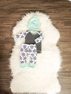 Boys Newborn Baby Outfit. Hospital Coming Home Outfit. Made to Order 2-3 week turnaround! Mix of blue, grey and triangle print with matching top knot - Picmia