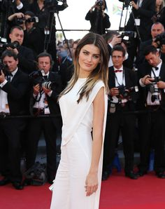 Isabeli Fontana stands out in white on the Cannes 2013 red carpet.