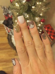 we have got a special treat for you today the best Coffin Nails Designs Glitter designs that will have you looking progressive and glamorous. Coffin Nails Designs Glitter are one of the most well-liked nail shapes for women, if … Read Xmas Nails, Get Nails, Holiday Nails, Christmas Nails, How To Do Nails, Winter Christmas, Green Christmas, Christmas Colors, Winter Nail Designs