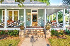 House front white exterior colors ideas for 2019 Design Exterior, Exterior House Colors, Exterior Paint, Facade Design, Railing Design, Modern Exterior, House Front Porch, Front Porch Design, Front Porch Railings
