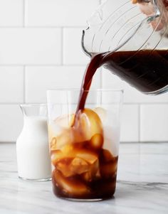 Learn how to make cold brew coffee at home! This 2-ingredient recipe is energizing, delicious, and SO easy to make - a perfect pick-me-up on a hot summer day. Cold Brew Coffee Recipe, Making Cold Brew Coffee, Coffee Love, Hot Coffee, Coffee To Water Ratio, Grinding Coffee Beans, Cold Brew At Home, 2 Ingredient Recipes, Eat Me Drink Me