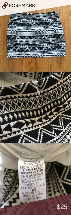 Sale! 🎉Tribal Mini Skirt EUC, fits a size 4. Perfect with tights and black booties! Please ask if you have any questions! All offers considered! Vestique Skirts Mini