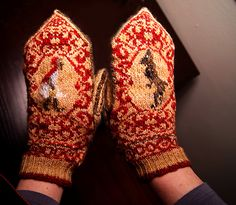 Before you venture into the woods this winter, make sure you've appropriately outfitted yourself with these fantastic Little Red Riding Hood mittens by Ravelry user Beth Hahn!