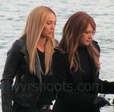 Fringe - Series Finale,Olivia and alt-liv  Anna and her stunt double