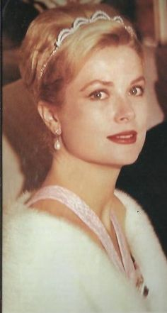 grace Kelly--looks so much like my mom when she was young!