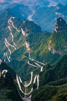 Tianmen Mountain National Park, Zhangjiajie, + Win a trip! Zhangjiajie, Monte Everest, Beautiful Roads, Beautiful Places, Places To Travel, Places To See, Tianmen Mountain, Dangerous Roads, Les Continents