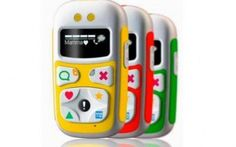 Il telefonino per i bambini di 3 anni, ecco cosa fa bPhone U10 e` un telefonino prodotto in italia e pensato per i bimbi da 3 anni in su. Il cellulare permette di ricevere chiamate ed effettuarle a tre numeri pre-impostati dai genitori, utilizzando gr #telefono