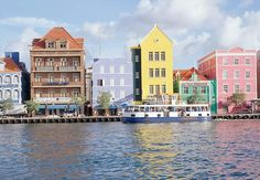 ¡Nos encanta el colorido paisaje de Curacao!  Curacao Marriott Beach Resort  Emerald Casino #ViajeGenial