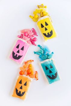 """Reading """"DIY Colorful Jack O'Lantern Treat Bags"""" on The Sweetest Occasion Happy Halloween, Halloween Bingo, Easy Halloween Crafts, Halloween Banner, Halloween Drinks, Holidays Halloween, Halloween Decorations, Modern Halloween, Halloween 2016"""