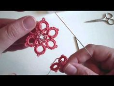 Tutorial chiacchierino ad ago: come attaccarsi a un picot sulla sinistra Tatting Earrings, Tatting Jewelry, Tatting Lace, Irish Crochet Patterns, Tatting Patterns, Crochet Stitches, Crochet Necklace Pattern, Crochet Earrings, Needle Tatting Tutorial