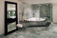 Glattpolierte Marmor Fliesen Im Badezimmer Wirken Besonders Edel.  #naturstein #fliesen #marmor