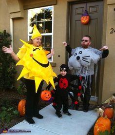 The Itsy Bitsy Family - Creative Family Halloween Costume Idea