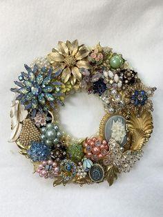 Costume Jewelry Crafts, Vintage Jewelry Crafts, Recycled Jewelry, Vintage Costume Jewelry, Recycled Art, Jeweled Christmas Trees, Jewelry Tree, Jewelry Frames, Jewelry Hanger
