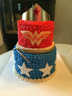 Wonder Woman Cake Wonder Woman Cake, Wonder Woman Birthday, Wonder Woman Party, Birthday Woman, Baby Birthday, Birthday Ideas, Super Heroine, Superhero Cake, Disco Party