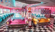 Imagem de diner, retro, and car 1950 Diner, Vintage Diner, Retro Cafe, Retro Diner, Vintage Cars, Vintage Style, Diner Aesthetic, Neon Aesthetic, Aesthetic Vintage