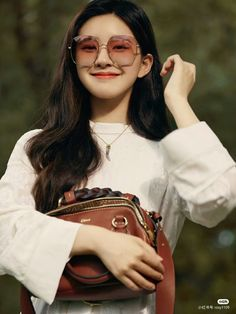 Korean Couple Photoshoot, Chinese Actress, Daniel Wellington, Ulzzang, Cute Girls, Hair Beauty, Actresses, Instagram, Video