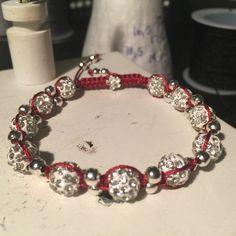 Nyt design. Håber i kan lide det. Pris er 125,- kr kan laves med andre farver og perler.