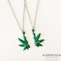 Get you and your best smoking buddy a Best Buds Friendship Necklace. Bff Gifts, Best Friend Gifts, Gifts For Friends, Marijuana Art, Cannabis, Soirée Pyjama Party, Cute Necklace, Hemp Necklace, Necklace Chain