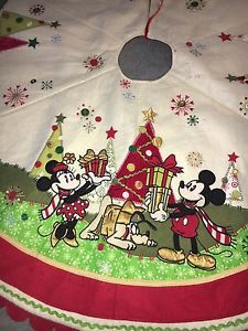 038f35a3136d0 Disney-Store-Christmas-Tree-Skirt-52-034-Mickey-Mouse-Minnie-Mouse