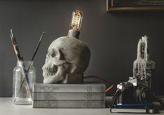 Calcestruzzo cranio lampada di jessefdesign su Etsy