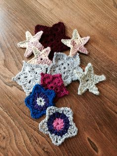 This is a guide about making a 5 point crochet star. There are a lot of patterns available for making a crocheted 5 point star.