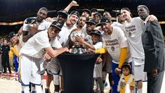 Golden State Warriors 2015 | PHOTO: The Golden State Warriors pose for a portrait after winning the ...