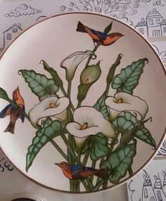 China Painting, Ceramic Painting, Ceramic Art, Pottery Plates, Ceramic Pottery, Pottery Art, Hand Painted Plates, Plates On Wall, Pottery Designs