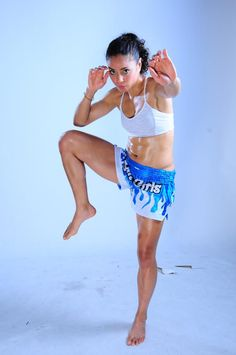 Ax Forum - Muay Thai and Kickboxing community Martial Arts Styles, Martial Arts Women, Mixed Martial Arts, Mma, K1 Kickboxing, Muay Thai Kicks, Female Martial Artists, Fighting Poses, Muay Thai Training