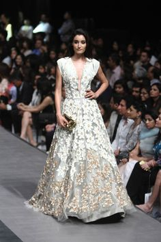 Manish Malhotra. LFW W/F 15'. Indian Couture.