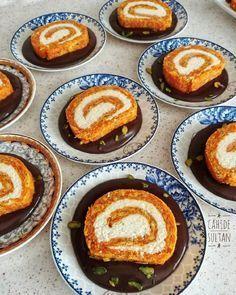 Enfes hindistan cevizli dolgusuyla, muhteşem bir havuçlu pasta