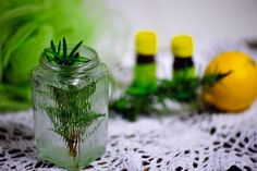 Naturalny szampon do włosów przetłuszczających się Natural Cosmetics, Diy And Crafts, Glass Vase, Beauty Hacks, Herbs, Plants, Nature, Beauty, Health