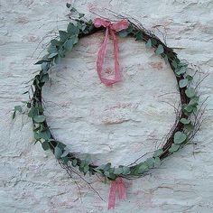 Christmas Inspiration: 5 Easy Ways to Use Eucalyptus for Festive Decor – home-lust.com