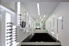 Gallery of Optical Store in Lisbon / Jorge Sousa Santos - 12