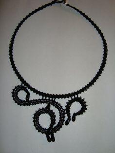 http://www.beadsandco.it/mybeads/wp-content/themes/beadsblog/uploads/12369317880collana%20nera%20con%20cristalli.jpg