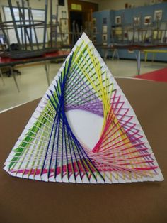 Art Smarties - Yarn art sculpture, easy and colorful activity. Programme D'art, Arte Linear, Classe D'art, 5th Grade Art, String Art Patterns, Art Sculpture, Abstract Sculpture, Abstract Art, Art Curriculum