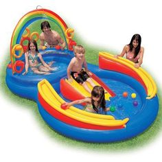 Intex Kids Rainbow Ring Play Center Pool : Put this kiddie pool and play set in your backyard, and your kids will stay cool all through the summer. With a waterslide, wading pool, water sprayer, and even a ring-toss game Pool Water Slide, Water Play, Water Slides, Baby Pool, Kid Pool, Rainbow Pools, Kids Rainbow, Rainbow Water, Piscina Intex