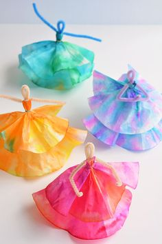 Kids craft: These coffee filter dancers are SO PRETTY! These coffee filter dancers are SO PRETTY and all you need are markers, coffee filters and pipe cleaners. A great coffee filter craft and a fun kids craft! Spring Crafts For Kids, Fun Crafts For Kids, Summer Crafts, Toddler Crafts, Projects For Kids, Diy For Kids, Easy Crafts, Craft Projects, Creative Crafts