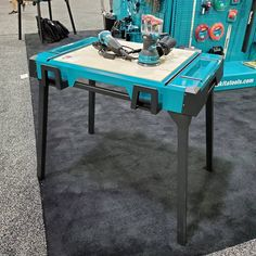 Travis Collins sur Instagram : «What do you think of this Makita portable workbench? Pretty sweet and very solid! Should Makita offer this for sale? Currently NOT…» Makita Tools, Portable Workbench, Bathroom Fixtures, Pretty, Turquoise, Furniture, Sweet, Home Decor, Instagram