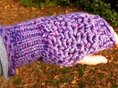 The Multifaceted Housewife: Figure 8 Gloves Revisited.  Revisions to allow for double strand