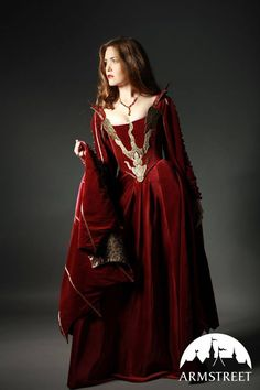"""""""My dress for the Halloween Ball! I'm the dragon queen!""""I smile-Samirah"""