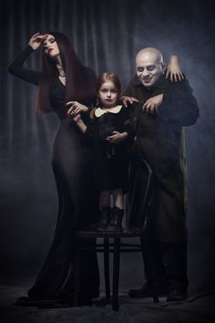 Morticia, Wednesday Friday andUncle Fester- The Family Adams
