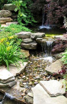 Vodopád, jezírko, potůček s vodní kaskádou - vše v jednom Backyard Water Feature, Ponds Backyard, Garden Ponds, Garden Pond Design, Landscape Design, Small Water Gardens, Garden Waterfall, Natural Pond, Pond Landscaping