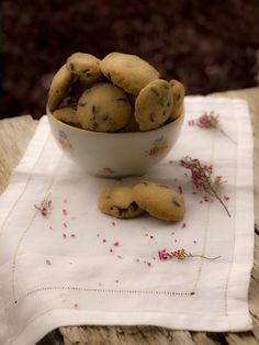 Las cookies de chocolate no pueden faltar en mi casa porque son una de las pastas que mas gustan a mis hijas. Estas que mezclan el chocolat...