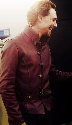 tom hiddleston hiddles henry v the hollow crown HCmine hmlnwedit Thomas William Hiddleston, Tom Hiddleston Loki, Henri V, King Henry V, King Tom, V Smile, The Hollow Crown, Avengers, Nerd